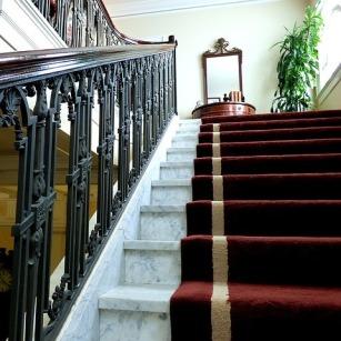 stairs-1054483_640_crop.jpg